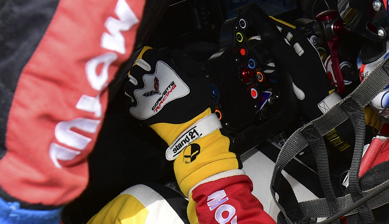 Corvette Daytona gloves - ©Vision Sport Agency